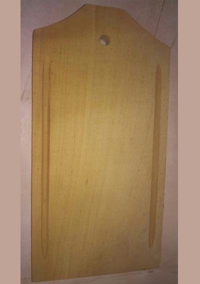 TABLAS DE PICAR DE ALGARROBO CON RANURA. MEDIDA 15 X 25 CM (GRABADA CON SU LOGO) . CODIGO 3016.